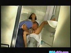 Aya Nielsen i badevrelset sex