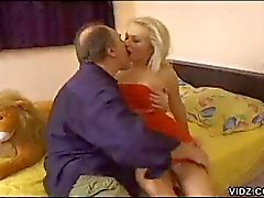 Blonde floozy amuses two cocks
