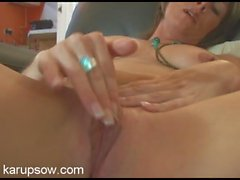 Solo milf babe in her living room to rub her clitoris