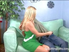 Super hot MILF babe cheats on her boyfriend in revenge