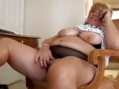 Mature bbw fingering herself