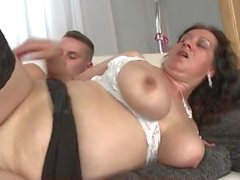 Chubby mom fucked in her beautiful bald pussy