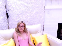 Blonde girl comes at modeling audition and gets fucked