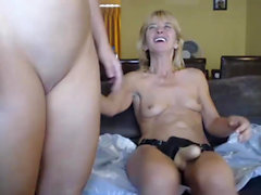 Mom and daughter live strapon show on sexycamx
