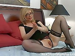 Blonde cougar and her skillful hands