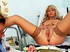 Milf Jirina teached by gyno Doc how to use a dildo